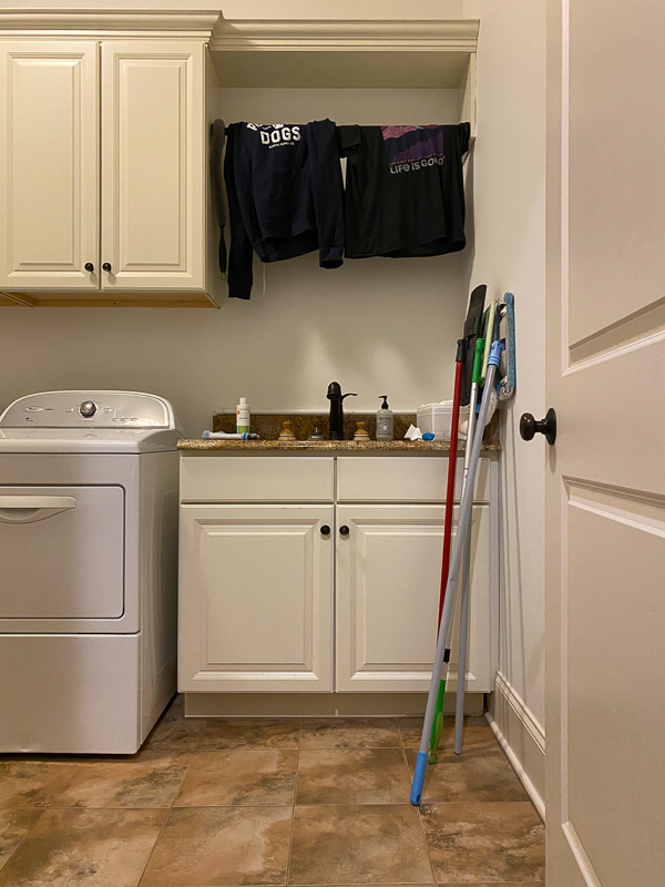 outdated laundry room before makeover